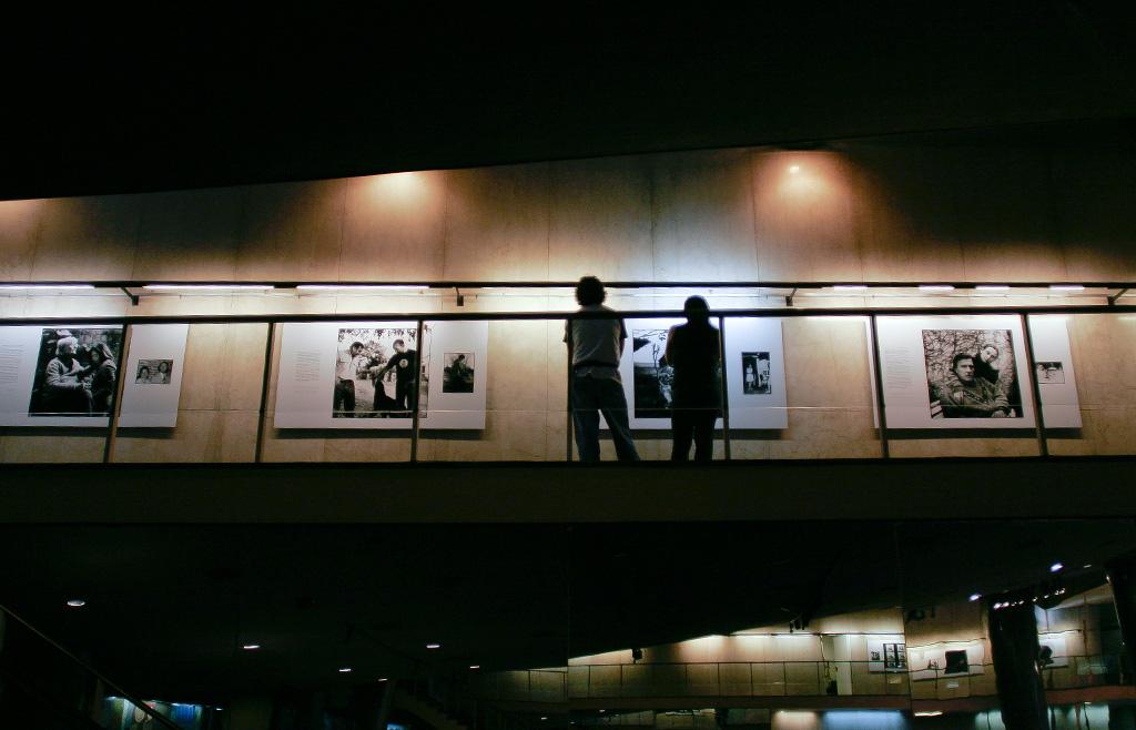 """""""ADN, historias de aparecidos"""". Individual. FotoGalería teatro San Martín, 2008, Ciudad Autónoma de Buenos Aires, Argentina."""